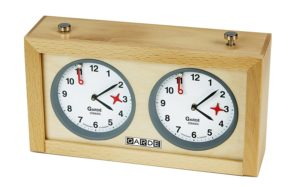 GARDE classic analoge Holzschachuhr